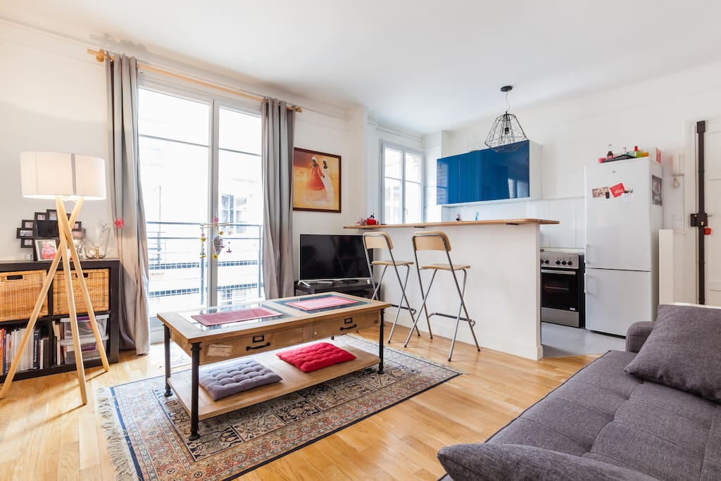 It's a bright, warm and welcoming apartment : welcome home!