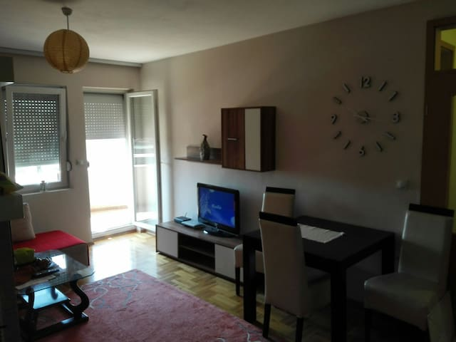 Cozy apartm. with parking included - Fushë Kosovë - Apartamento