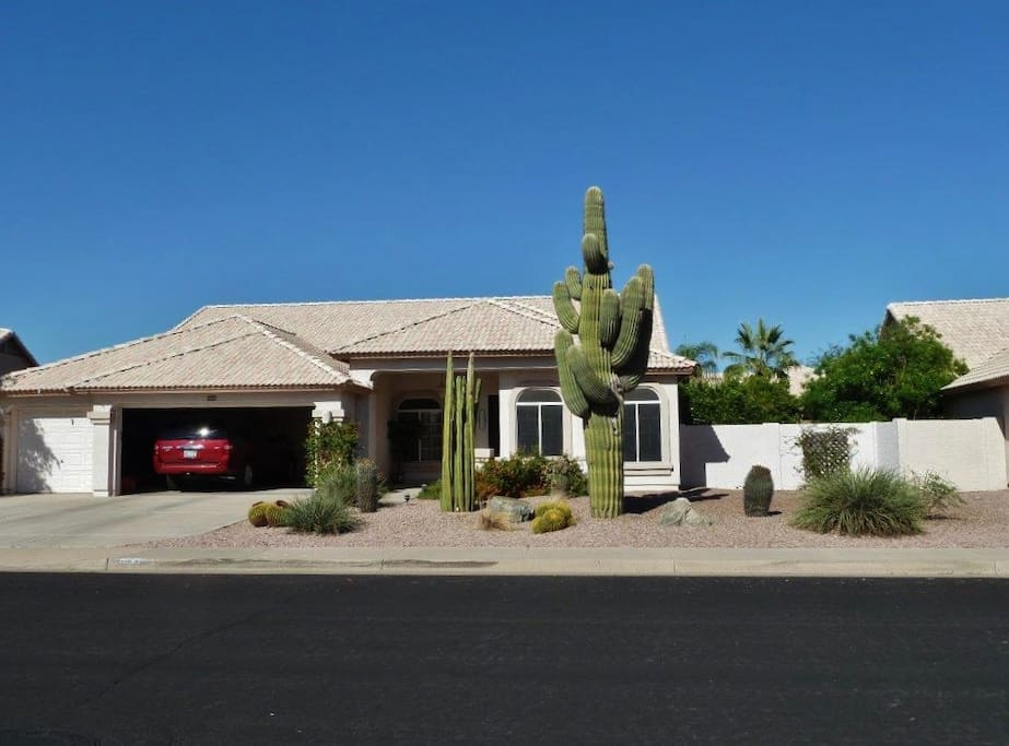 Rest and relaxation await you at this peaceful Mesa vacation rental house!