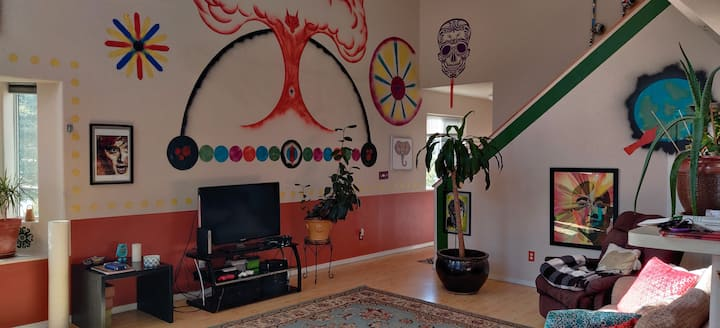 Private Rm/Bth in Artsy House 2 miles from DT