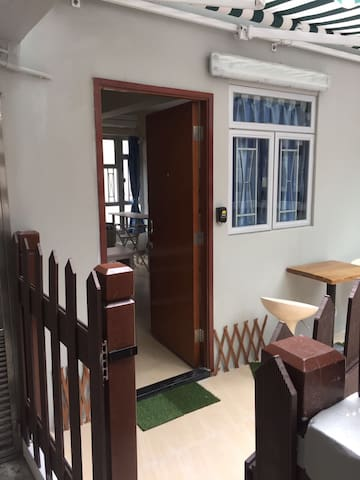 Decent flat with terrace in Central/LKF/SOHO - Hong Kong - Appartement