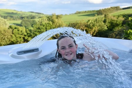 Long Wood Lodges -Private Hot Tub - Welsh Marches