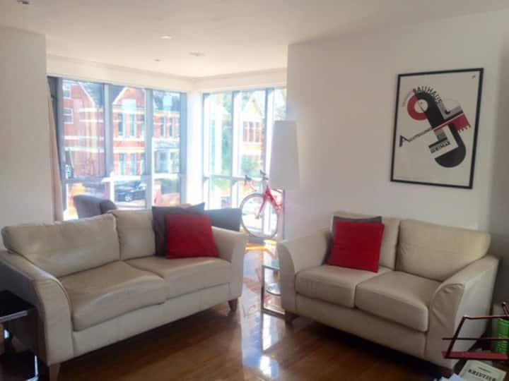 Modern 2 bedroom apartment near city centre