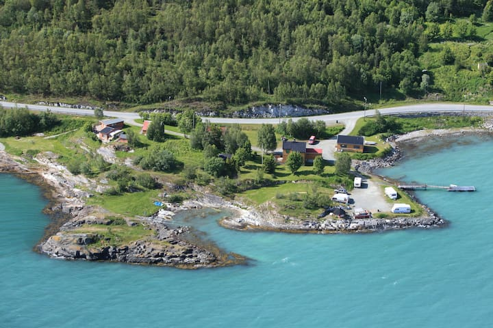 Klubbnes - House by the Sea and Lyngen alps