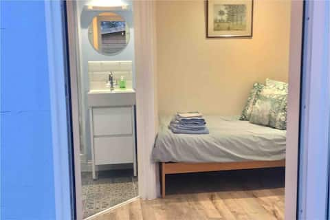 Central, Single Bed Studio with Private Entrance.