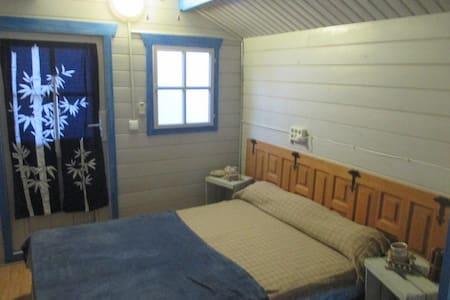cabaña de madera en jardin - Foia Blanca