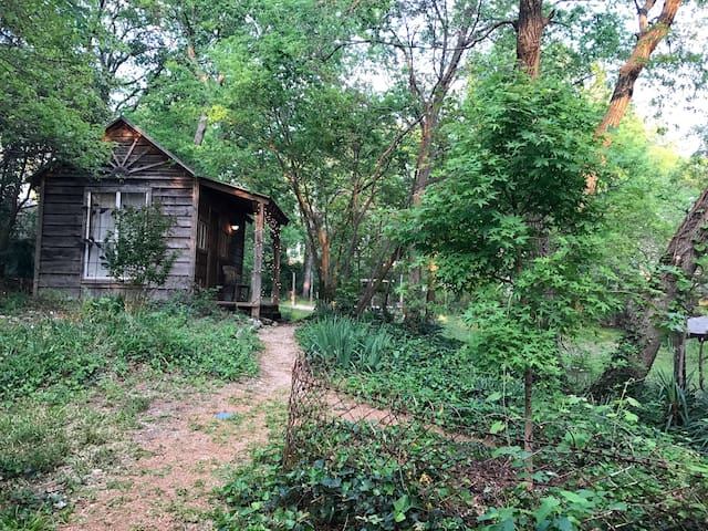 Charming Cabin Near Deep Ellum & Fair Park - Dallas - Skáli