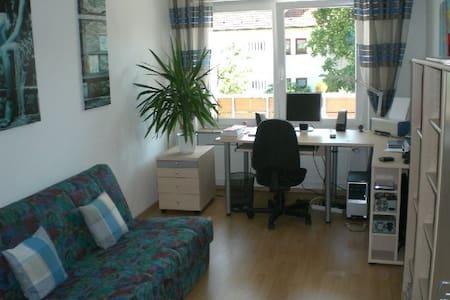 Ruhiges  Zimmer zentral gelegen für Messeb. etc. - 埃朗根(Erlangen) - 公寓