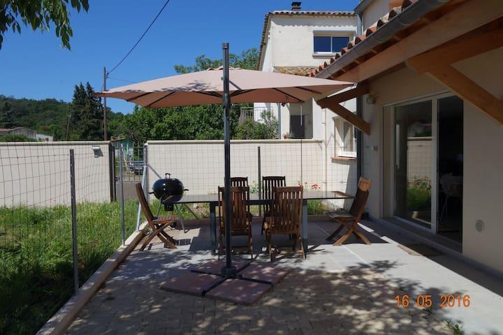 la quiétude champêtre en ville - Alès - Casa