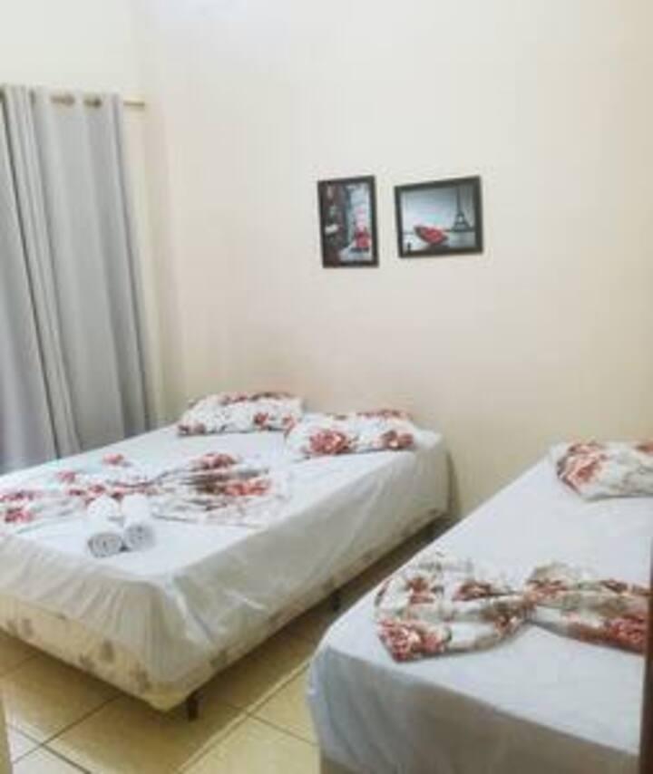 Hotel mãe Rainha  Quarto Triplo com recepção 24hrs
