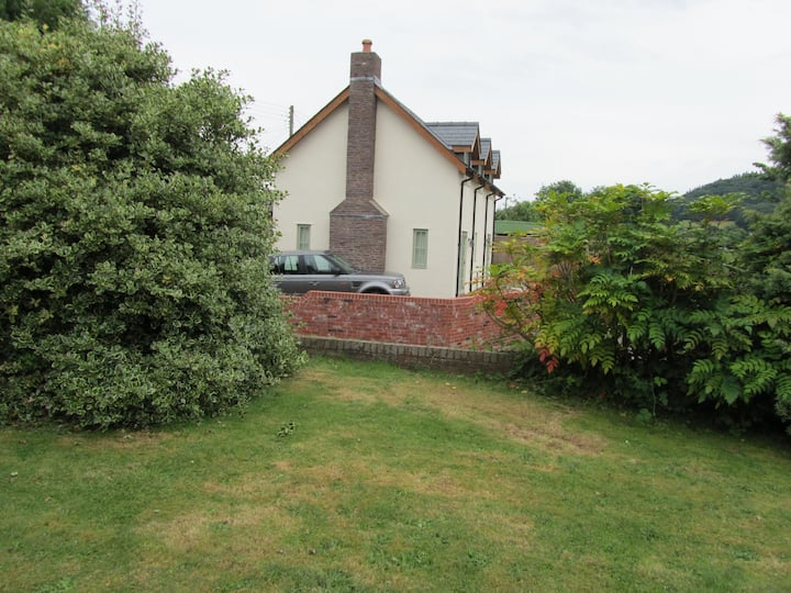 DOWNTON COTTAGE AT CANON PYON, HEREFORD.