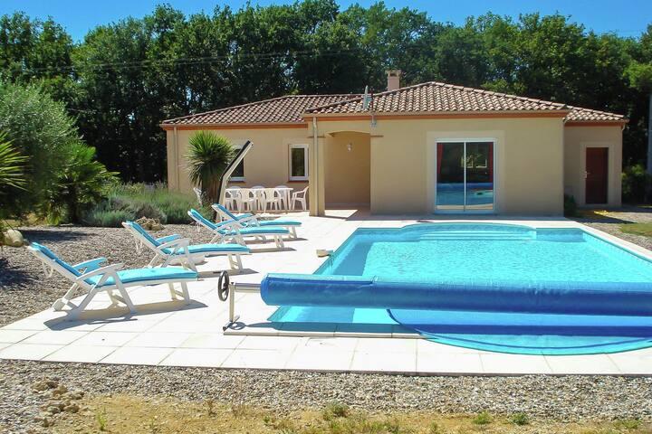 Spaziosa villa con piscina a La Croix-Blanche