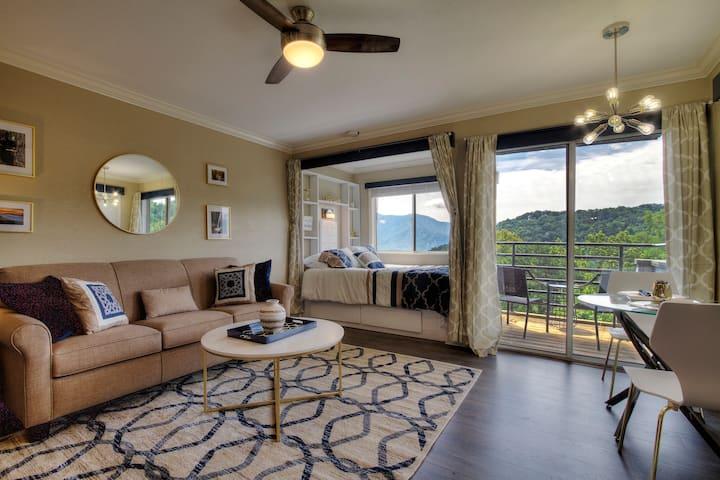 Luxurious Smoky Mountain Studio with Golden Views