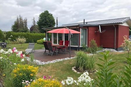 Holzhaus mit großen Garten+Sauna, Hunde willkommen