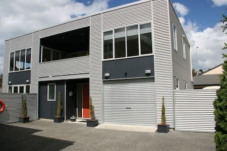 Modern 2 bedroom home, Ahuriri - Napier