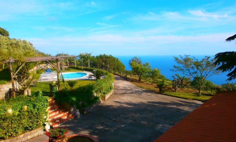 Villa Prima: Pool & Sea View