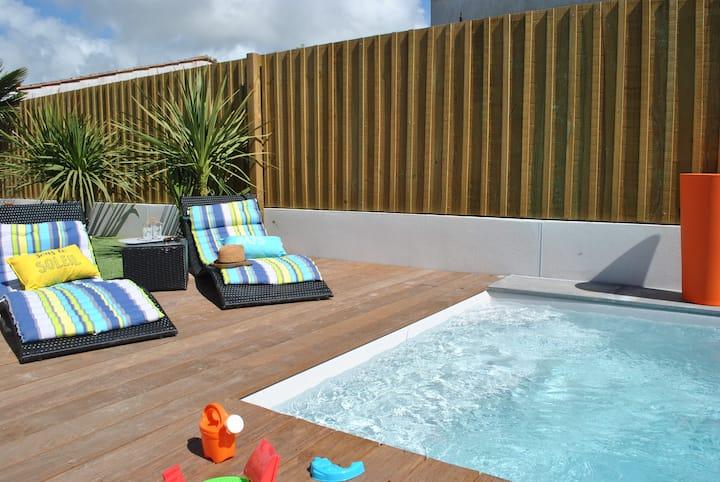 Proche plage charmante villa avec piscine chauffée