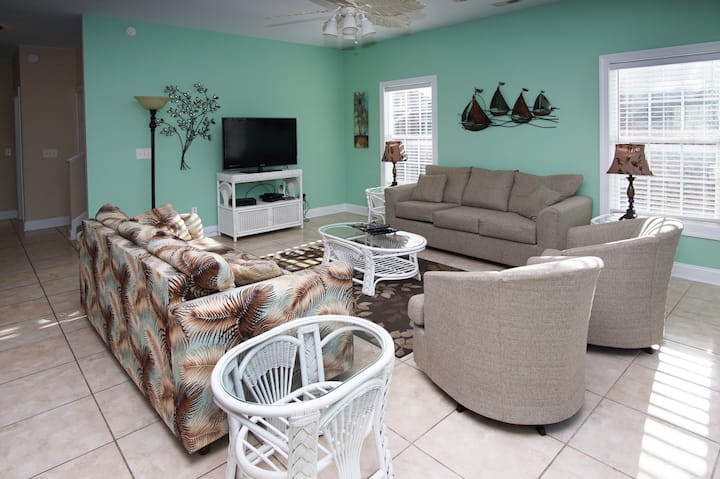West Winds II, spacious North Myrtle Beach home with a private pool