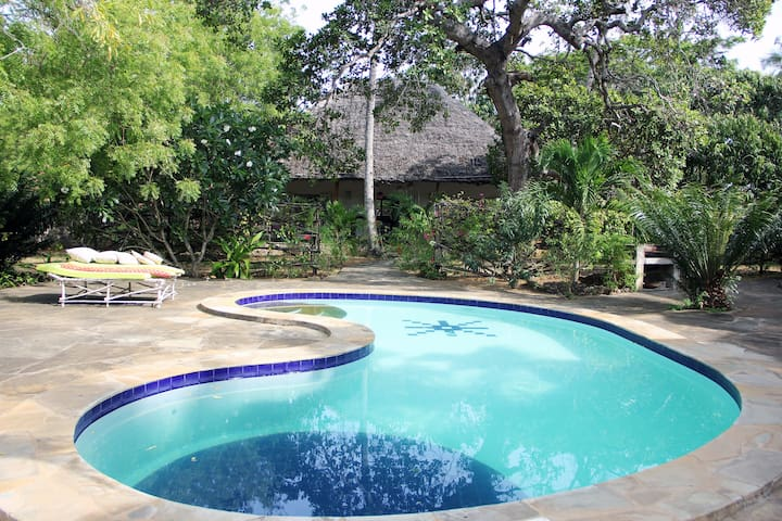 Cashew Nut Cottage just off creek front - Watamu - Talo