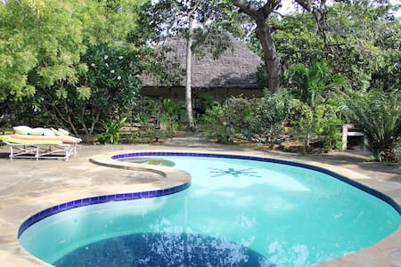 Cashew Nut Cottage just off creek front - Watamu - House