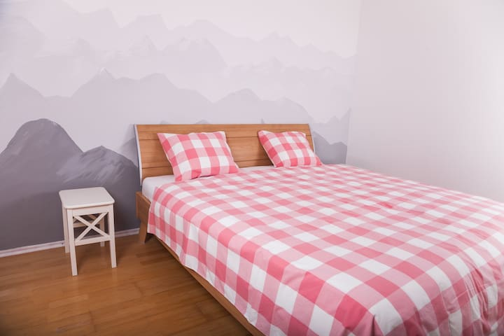 Cosy bedroom with double size bed - Innsbruck