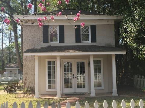 Savannah Avenue Carriage House