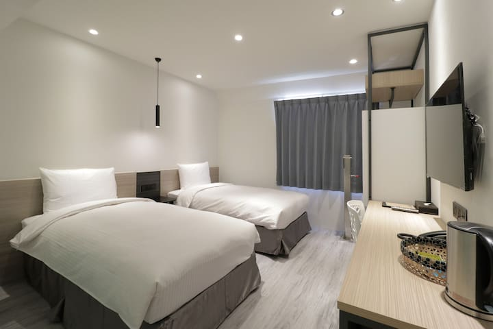 Green Hotel Chiayi-lovely twin bed room