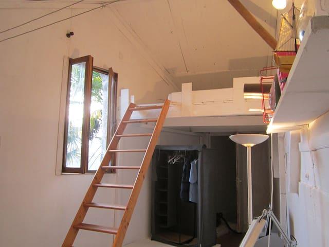 Studio 25 m2 accès indépendant avec jardin - La Couronne - Hus