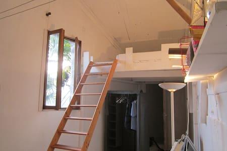Studio 25 m2 accès indépendant avec jardin - House