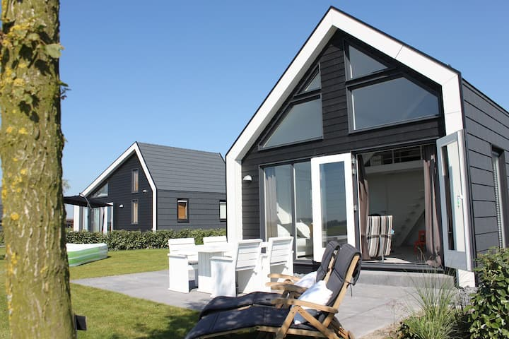 Beautiful beach style chalet by the Oosterschelde