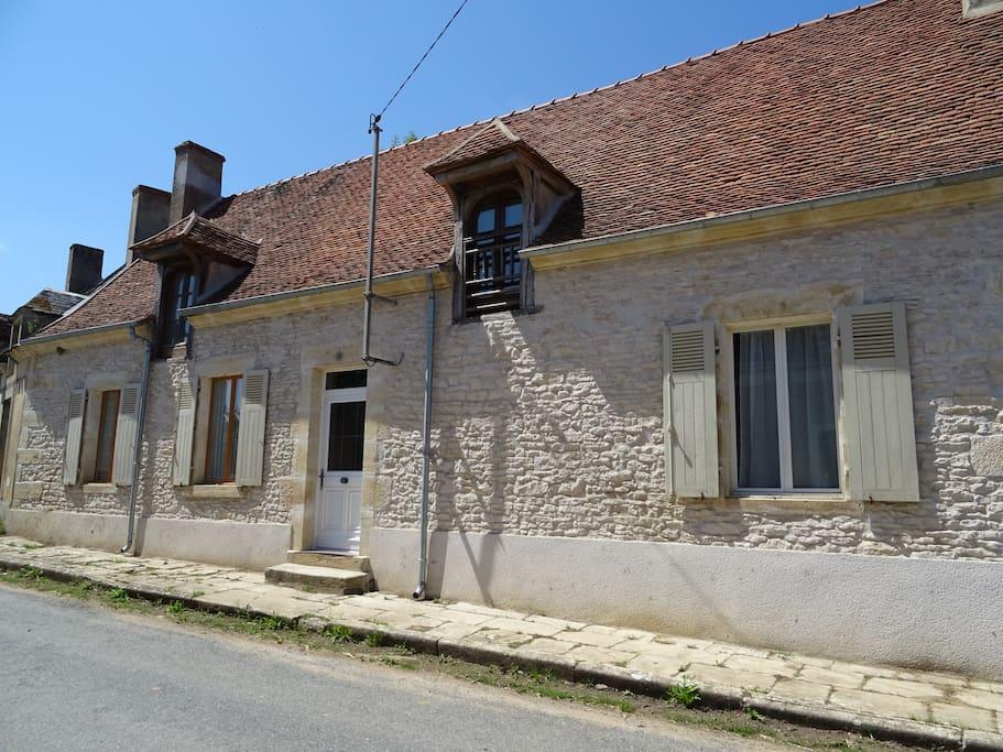 Chambre avec mur en pierre apparente maisons louer for Chambre avec mur en pierre