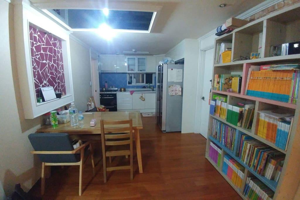 키친룸과 식탁