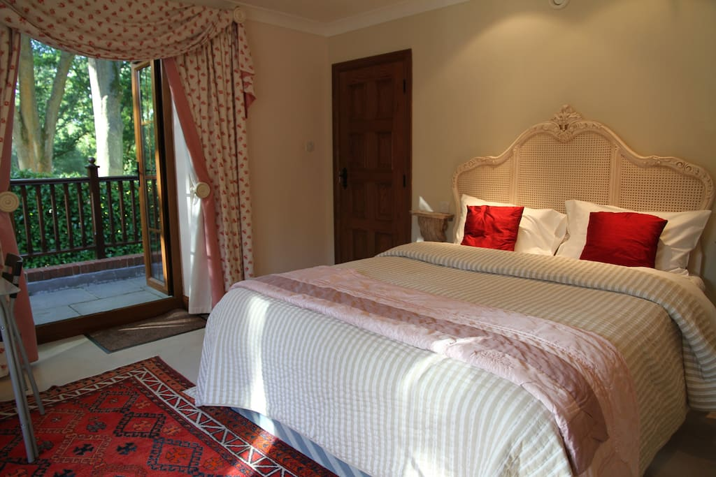 King size bed and balcony