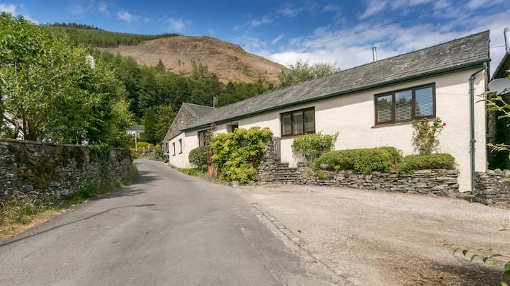 Lake District Cottage in peaceful village location
