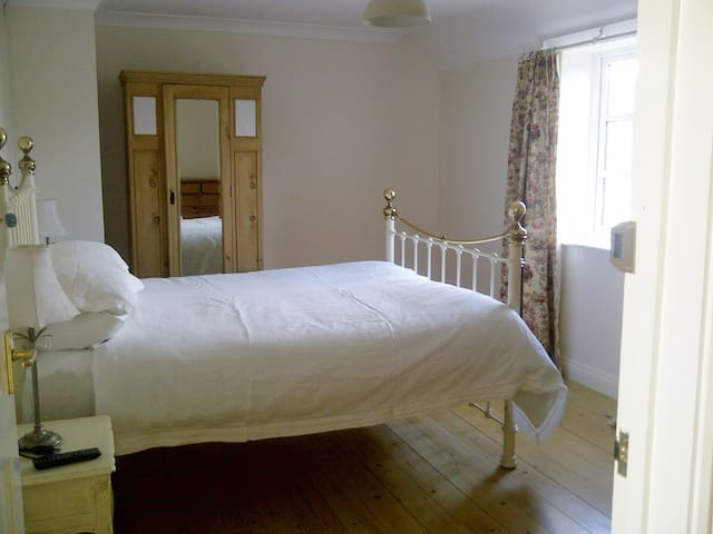 Clean, bright room in rural village Moreton Dorset