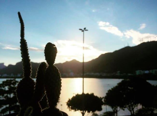Quarto com vista para a Lagoa Rodrigo de Freitas!