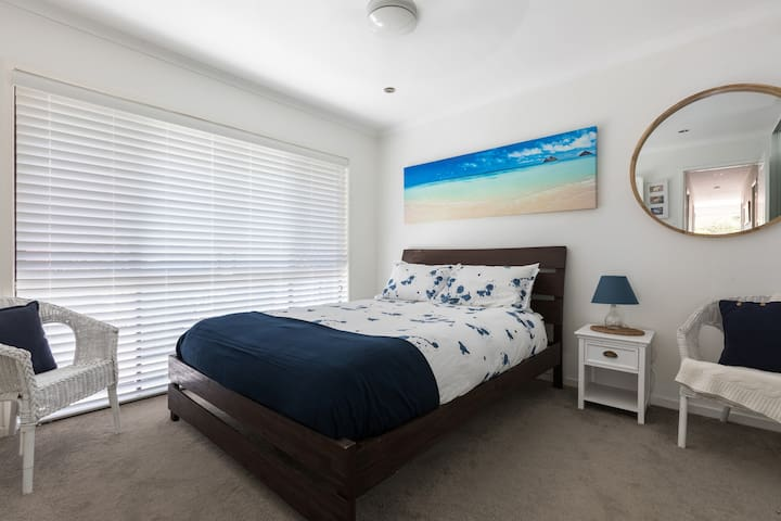Master with Ensuite (Bedroom 1/3)