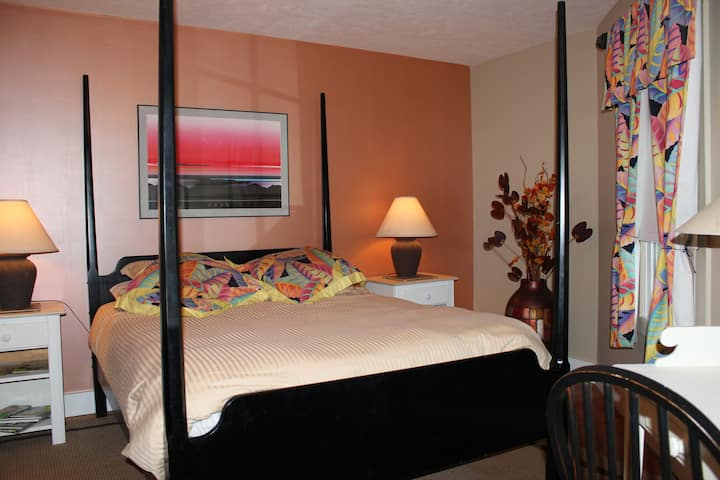 PUMPERNICKEL INN....Island Breeze Suite/Coach Room