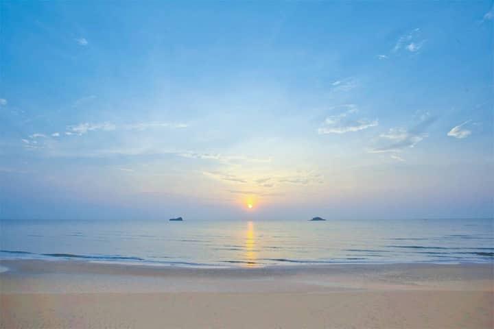 1BR. Huahin Beachfront Pool access