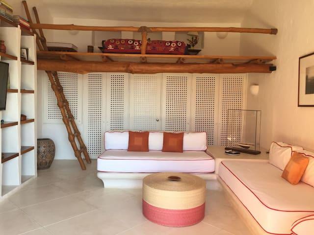 TV Mezzanine Room