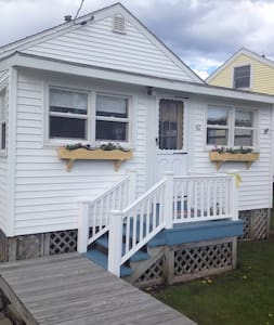 Charming beach cottage - York