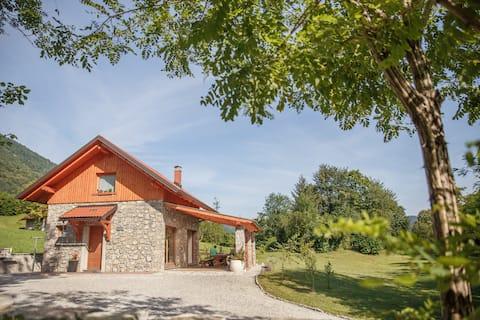 Cottage NA BIRU 2 by the Soca river