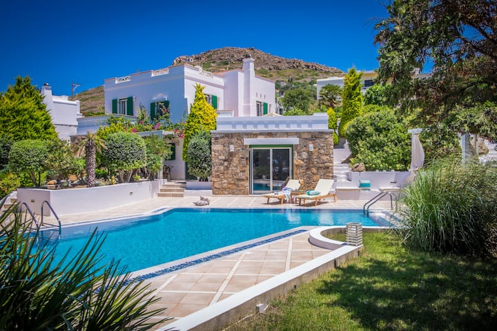 Montana Sea View Villa in Naxos