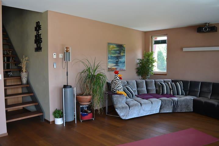 Zimmer in Passivhaus bei Bern - Rosshäusern - Rumah
