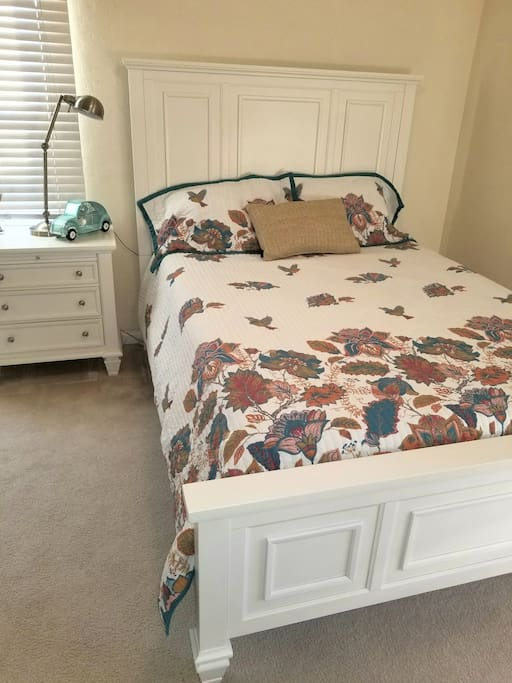 Bright and cheery! Brand new furniture, bedding, and decor.