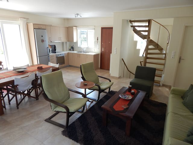 Sunny and quiet maisonette, close to the beach.