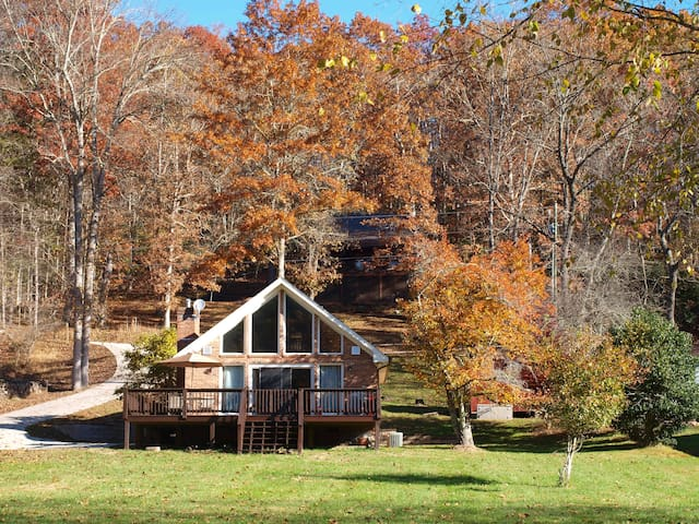 Riverside Escape - Charming Cottage w/Fire Pit, WIFI, Spacious Deck, & More!