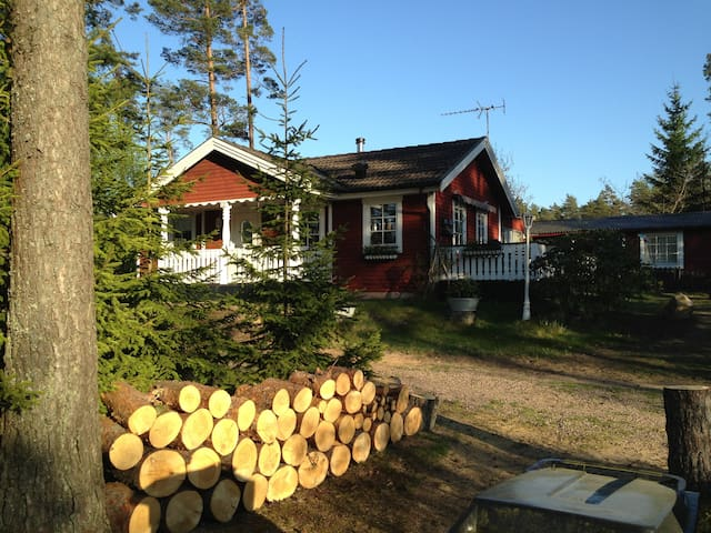 Cottage and boat rent, near fishing Lake BOLMEN.