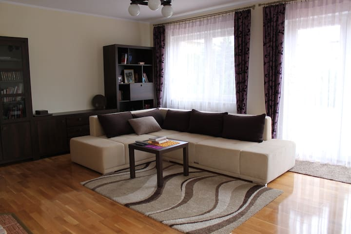 Cozy room in new house&own bathroom - Poznań - House