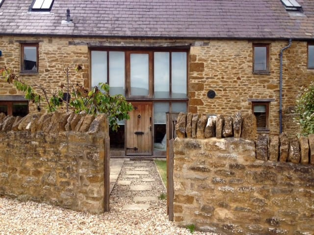 Converted barn in the Cotswolds. - Ledwell - Rumah